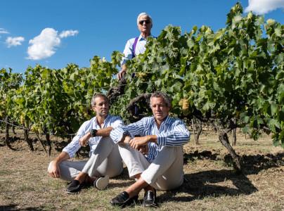 Antonio (stehend), Amedeo und Alberto Moretti
