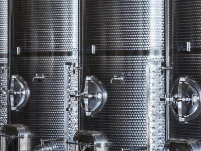 Moderne Technik für präzise Weine