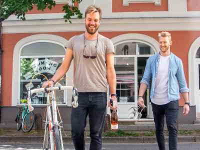 Die Wineslingers vor ihrem Münchner Laden